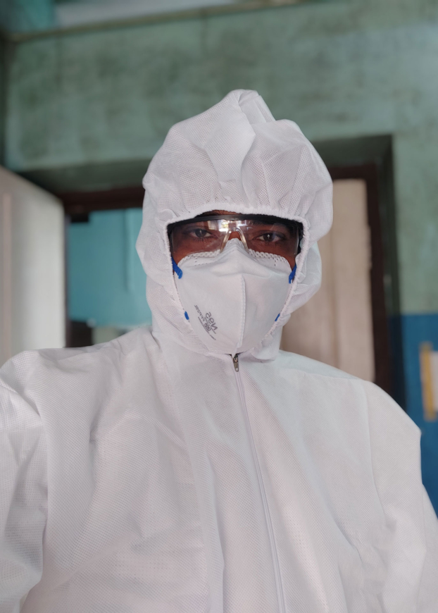 A doctor wearing personal protective equipment for treating patients with COVID-19